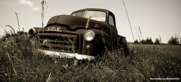 old_farm_truck_in_field